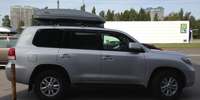Toyota Land Cruiser 200 с боксом Thule Motion 800